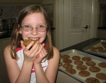girl%20with%20cookie.jpg